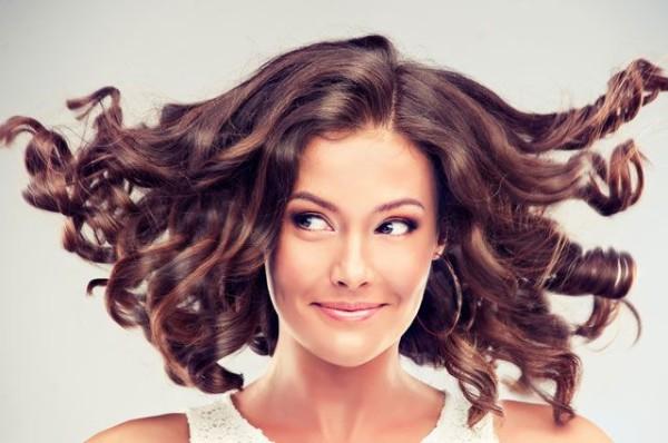 Как красиво завить кончики волос