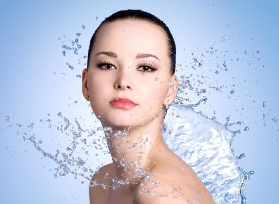 маски и лед с минеральной водой для лица