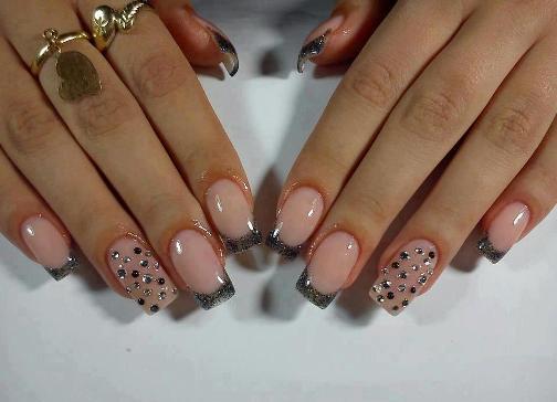 Стразы нарощенные ногти