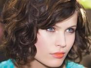 Делать ли стрижку каре на волнистые волосы?