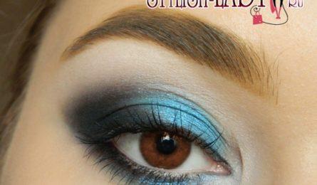 Эффектный макияж глаз в синих тонах