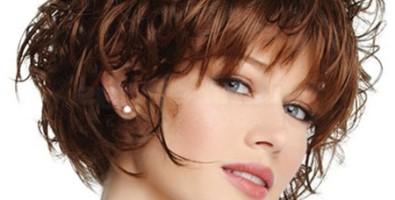 Модная челка на вьющиеся волосы: варианты с фото
