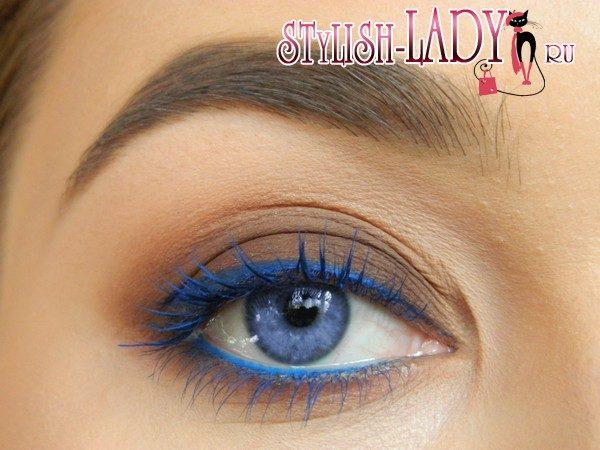голубые стрелки для глаз. фото