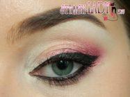 Макияж глаз в розовых тонах с акцентом на стрелку