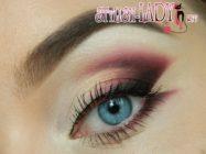 Яркий вариант восточного макияжа глаз в сливовых тонах