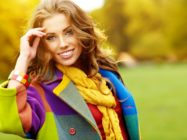 Стилистов умные послушаем советы… С чем носить желтую сумку, шарф, колготки?