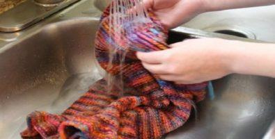 Как правильно стирать акриловый свитер?