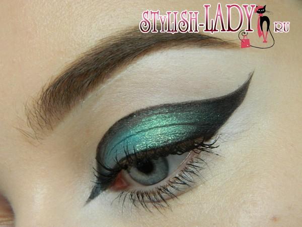 Фантазийный макияж глаз в зеленых тонах, фото