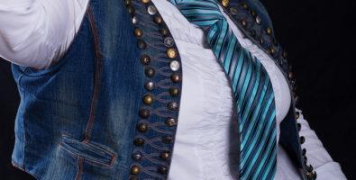 Галстуки могут носить не только джентльмены. C чем носить женский галстук и как правильно завязывать?